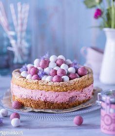 Mehevä gluteeniton mansikkajuustokakku   Kotivinkki Valentines Food, Fancy Cakes, Cereal, Cheesecake, Food And Drink, Low Carb, Gluten Free, Baking, Breakfast