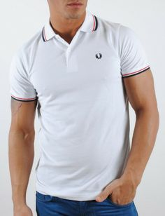 Polo de hombre Fred Perry blanco Fred Perry, Polo Shirt, Polo Ralph Lauren, Mens Tops, Shirts, Clothes, Fashion, Blue Stripes, White People