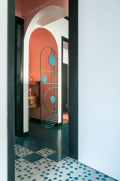 Entrance to a temple nook is marked by a custom, Art Deco-inspired screen. Entrance to a temple nook is marked by a custom, Art Deco-inspired screen. Miami Art Deco, Casa Art Deco, Art Deco Stil, Modern Art Deco, Art Deco Home, Home And Deco, Art Deco Wall Art, Modern Lamps, Mumbai