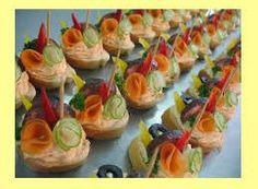 Famózne a originálne jednohubky Appetizers For Party, Sushi, Ethnic Recipes, Food, Shower Appetizers, Essen, Meals, Yemek, Eten