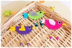 Jarní ptáček - brož, dekorace, přání - jednoduchý návod na výrobu jarních dekorací Polymer Clay, Tutorials, Scrapbook, Fimo, Scrapbooking, Modeling Dough, Wizards, Guest Books, Scrapbooks