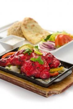 Kylling marinert i tandoori masala Marinated Chicken, Tandoori Chicken, Tandoori Masala, Lassi, Chicken Nuggets, Butter Chicken, Biryani, Naan, Pepperoni
