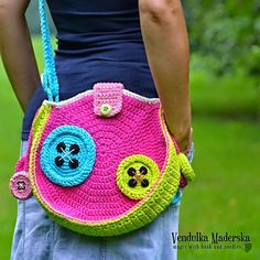 Magic with hook and needles: Mad about the buttons bag