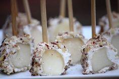 Billes de poires au Chavroux et noisettes concassées. (pears with goat cheese & hazelnuts) by Anne Lataillade #recette #recipe #goat_cheese