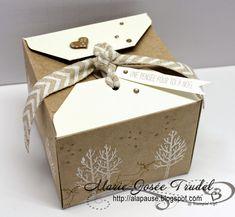 A La Pause: Insta Boîte Fermeture à Volets - Gift Box Punch Bo... Box Noel, Gift Wraping, Surprise Box, Envelope Punch Board, Diy Gift Box, Craft Box, White Gift Boxes, Little Boxes, My Scrapbook