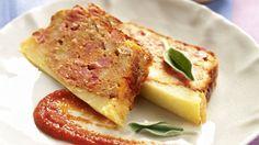 Disfruta con este pastel de carne con puré de patata y beicon al horno