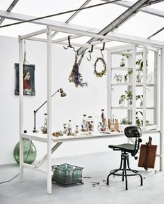 botanial styling, decorate with plants Room Inspiration, Interior Inspiration, Green Painted Walls, Workspace Design, Living Styles, Home Office, Table, Interior Design, House Styles
