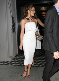 The spotlight of the evening is on #KateBeckinsale as it should be.  Even in a fitted white midi and minimal accessories, she shines like the Hope Diamond at every event she attends, taking time to stop for fans if security isn't too tight.