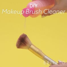Watch this beauty video to learn how to make DIY makeup brush cleaner. – Obsessed Hair Watch this beauty video to learn how to make DIY makeup brush cleaner. Watch this beauty video to learn how to make DIY makeup brush cleaner. Skin Makeup, Beauty Makeup, Makeup 101, Hair Beauty, Diy Makeup Brush Cleaner, Mascara, Eyeliner, Diy Beauté, Beauty Hacks For Teens
