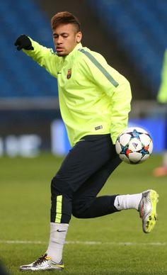 FanZentrale Neymar - 23.02.2015 Training Session in Manchester Photos...