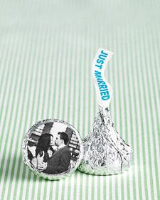 Hershey kisses with a pic of the happy couple!