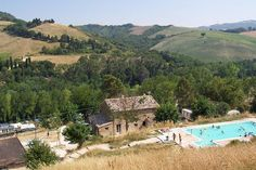 Camping Podere Sei Poorte – 3 sterren camping in Le Marche Bologna Italy, Dolores Park, Cabin, House Styles, Travel, Vacations, Europe, Italy, Places
