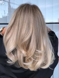 49 Hot Trend Haircuts You ll Be Obsessed With 2019 MARMALETTA hair holiday haircut hairstyle medium long cute blonde brunette model style modern hairtips buns tutorial beauty party Hairstyle Curly, Medium Hair Styles, Curly Hair Styles, Blonde Hair Looks, Blonde Brunette, Best Blonde Hair, Blond Hair Colors, Medium Blonde Hair Color, Ashy Blonde Hair