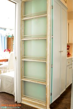 How to Build a Wall Mounted Plate Rack Wooden Plate Rack, Plate Rack Wall, Diy Plate Rack, Plate Shelves, Wall Racks, Plates On Wall, Kitchen Redo, Kitchen Remodel, Kitchen Design