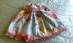 María Martínez de CantiduBi ( https://m.facebook.com/CantiduBi-924774487615937/) nos envía esta finísima falda confeccionada con loneta estampada, decorada con lazo y puntilla.  #handmade #diy #telas #confección #costura #sewing #coser #loneta #tejidos #fabrics #telasonline