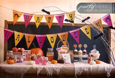 These free Halloween printables include everything you need for hosting a DIY kids Halloween party including cupcake toppers, banners, treat wrappers and more! Retro Halloween, Halloween Crafts For Kids, Holidays Halloween, Halloween Party, Happy Halloween, Party Kit, Diy Party, Party Printables, Free Printables