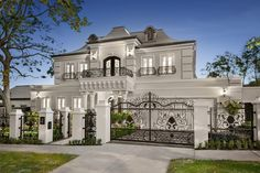 2 Gordon Street Deepdene Master craftsmanship and lavish imported finishes combi. - 2 Gordon Street Deepdene Master craftsmanship and lavish imported finishes combine within this rega - Dream Home Design, Modern House Design, Villa Design, Style At Home, Dream Mansion, Mansion Interior, Mansion Bedroom, Luxury Interior, Luxury Homes Dream Houses