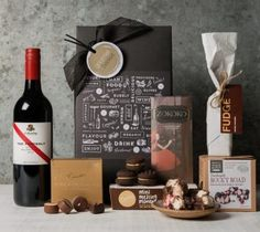 Chocolates and red wine gift basket for gourmet food lovers Chocolate Basket, Chocolate Hampers, Chocolate Sweets, Chocolate Gifts, Wine Hampers, Wine Gift Baskets, Wine Recipes, Gourmet Recipes, Gourmet Baskets