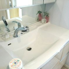 Bathroom,洗面所,マンション暮らし,マンションインテリア,シンプルライフ,インテリア,ハイホーム,マークスアンドウェブ,ハンドソープ,一輪挿し,置き時計,植物,植物のある暮らし,アクセントクロス yukia14の部屋 Sink, Cleaning, Home Decor, Sink Tops, Vessel Sink, Decoration Home, Room Decor, Vanity Basin, Sinks