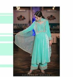 Party Wear Indian Dresses, Pakistani Fashion Party Wear, Dress Indian Style, Pakistani Dress Design, Indian Wedding Outfits, Indian Outfits, Indian Fashion, Embroidery Suits Punjabi, Embroidery Suits Design