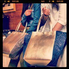 Los #shopping están de #moda #hazteconel #made in #leather#hechoenespaña #madeinspain,no dejes pasar esta oportunidad.te invito a que tengas un lunes de #pelicula by #thebackpack #nosvemosenlastiendas #nosmovemoscontigo