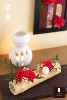 Ikebana Flower Arrangement, Ikebana Arrangements, Floral Arrangements, New Years Decorations, Flower Decorations, Table Flowers, Paper Flowers, Arreglos Ikebana, Bamboo Wind Chimes