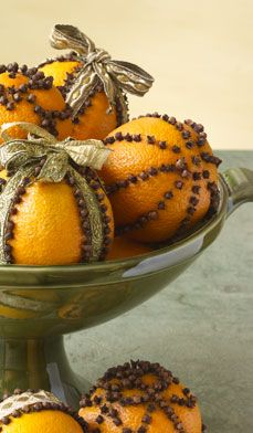 Decorating DIY Projects: Fill your home with a delicious tropical scent this holiday by embellishing navel oranges with cloves and ribbon. These festive orange pomanders can be used as a centerpiece in a decorative bowl, on the mantel or as a lovely gift. Noel Christmas, All Things Christmas, Winter Christmas, Christmas Oranges, Victorian Christmas, Holiday Crafts, Holiday Fun, Yule Crafts, Homemade Gifts
