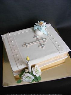 Bible Cake Cute for First Communion cake Cupcakes, Cupcake Cakes, Beautiful Cakes, Amazing Cakes, Bible Cake, First Holy Communion Cake, Religious Cakes, Confirmation Cakes, Foundant