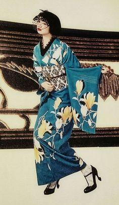 Yukata Kimono, Kimono Dress, Traditional Kimono, Traditional Dresses, Geisha, Modern Kimono, Mode Costume, Kimono Design, Japanese Costume