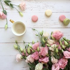 Sugar and blooms happy sunday everyone x book life flores Coffee Flower, Flower Tea, Flat Lay Photography, Coffee Photography, Lifestyle Photography, Coffee Break, Morning Coffee, Pause Café, Happy Sunday Everyone