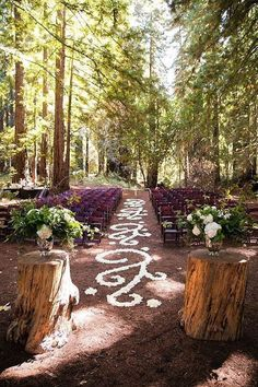 Ceremony | Floral Design <3 | Green Wedding <3 | LOVE IT! <3 | Outdoor Wedding | Tree Stumps <3 Wedding Aisle <3 | Whimsical | Wooden Stumps <3  ... #Woodland23AisleDecor