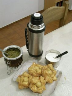 mate con pastelitos !!!   que ricor!