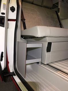 ch VW California Solaranlage, Wechselrichter und mehr Best Picture For vanlife kitchen For Your Taste You are looking for something, and it is going to tell you exactly what you are … Vw California Camper, Vw California Beach, Vw Beach, Vw Bus Camping, Camping Box, Bus Camper, Auto Camping, Car Wrap Design, Camper Storage