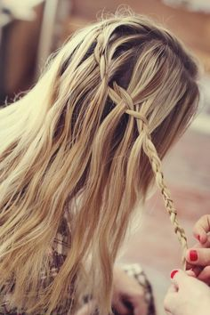 cascading hair braid  After 3 or 4 weaves, drop a strand. Gather a new strand that pulls the braid toward your wanted direction. Repeat as many times as necessary until you get your desired shape.