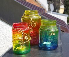 Bunte Glasmalerei  http://tschessilicious.blogspot.de/2014/03/ideen-zum-verschenken-34-glaser-bemalen.html