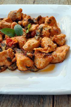 Pollo alle olive profumato al limone, ricetta facile, veloce, bocconcini di pollo, idea cena, pranzo in poco tempo, ricetta in padella, come cucinare il pollo.