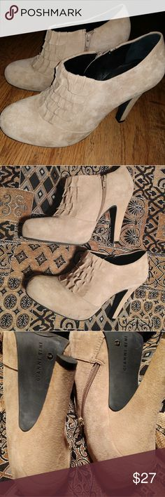 Gianni Bini Tula booties 9.5 Leather Fall MUST! 9.5 M Gianni Bini Tula booties 9.5 leather. Fall must haves! See pics for any imperfections. Only worn to a couple of events. Very slight wear on soles!  OPEN TO ALL OFFERS Discounts on 2 or more items in my closet! Gianni Bini Shoes Ankle Boots & Booties