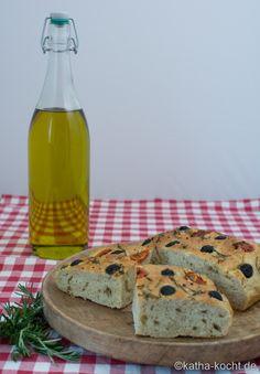 Focaccia mit Tomaten und Rosmarin - Katha-kocht!