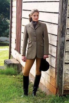 Ladies' Southdown LS17 • Made in England • Three button front • Deep center vent • Hip pockets, ticket pocket • Interior pockets • Storm tab • Custom details • Houndstooth with Dark Brown, Rust and Beige • Medium weight