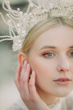 We used natural tones of whites, creams and browns with hints of coral throughout the design. Captured by White Cat Studio and Styled by Petal&Twine. Bridal Looks, Bridal Make Up, Bridal Crown, Bridal Hair, Wedding Designs, Wedding Styles, Irish Beach, Beach Elopement, Minimal Makeup