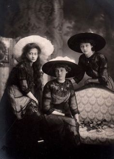 """thefirstwaltz: """" Princess Antonia, Princess Charlotte and Princess Hilda of Luxembourg. """" Charlotte became the ruling Grand Duchess of Luxembourg. Antique Photos, Vintage Photographs, Old Photos, Casa Real, Rare Pictures, Vintage Pictures, Belle Epoque, Queen Margrethe Ii, Young Prince"""