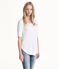 Short-sleeved jersey top with rounded hem and ribbed cuffs.