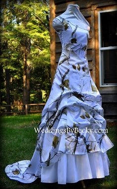 Real Tree Camo Wedding dress. One shoulder or strapless- we can do it. WE  ship to USA and Canada 71977cd2dc97