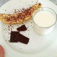 Snack pre-workout...Banana with 85% dark choc