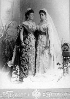 """Grand Duchess Maria Pavlovna """"The Elder"""" with her daughter Grand Duchess Elena Vladimirovna in russian court dress. MP is wearing the Vladimir Tiara that Elizabeth II wears now, by the by! Queen Mary, King Queen, Belle Epoque, Grand Prince, Royal Tiaras, Royal Jewels, Crown Jewels, Court Dresses, Grand Duke"""