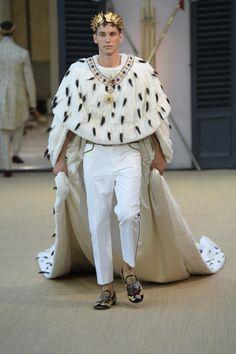 Dolce & Gabbana Alta Sartoria Haute couture Fall/Winter Homme Fashion Show Daily Fashion, Live Fashion, Fashion 2020, Fashion Models, Fashion Show, Mens Fashion, Fashion Design, Haute Couture Style, Outfits Inspiration