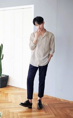 New Fashion Casual Korean Shirts Ideas . New fashion casual korean shirts Ideas Korean Fashion Winter, Korean Fashion Trends, Korean Street Fashion, Korean Male Fashion, Ulzzang Fashion, Look Fashion, New Fashion, Trendy Fashion, Fashion Clothes