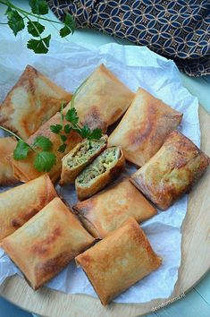 Lunch Snacks, Savory Snacks, Snack Recipes, Cooking Recipes, Dumplings, Low Carb Brasil, Asian Snacks, Weird Food, Indonesian Food