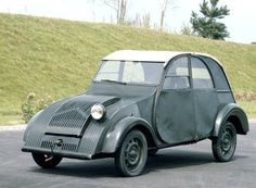 """1937 Citroen TPV (Toute Petite Voiture — """"Very Small Car"""") experimental prototype. The prototypes had only one headlight, all that was required by French law at the time. It was the forerunner of the Concept Cars, Vintage Cars, Antique Cars, Psa Peugeot Citroen, Citroen Traction, Roadster, Cabriolet, Fiat 500, Car Humor"""