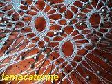 Las Labores y Manualidades de Caterine: Bolillos: Como hacer una araña con ojo central Bobbin Lacemaking, Bobbin Lace Patterns, Needle Lace, Lace Making, Girl Doll Clothes, String Art, Textile Art, Tatting, Diy And Crafts